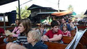 De drijvende markt van Damnoen Saduak is voornamelijk op toeristen gericht.