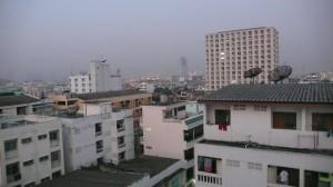 Ochtendgloren in Bangkok met een lichte smog.
