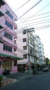 Soi Nathong 1: hier zie, hoor en ruik je Thailand.
