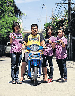 Durian Non Ganyao v.l.n.r. Kat, Aunt, Ploy en Jay