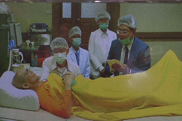Abt Dhammachayo op zijn ziekbed