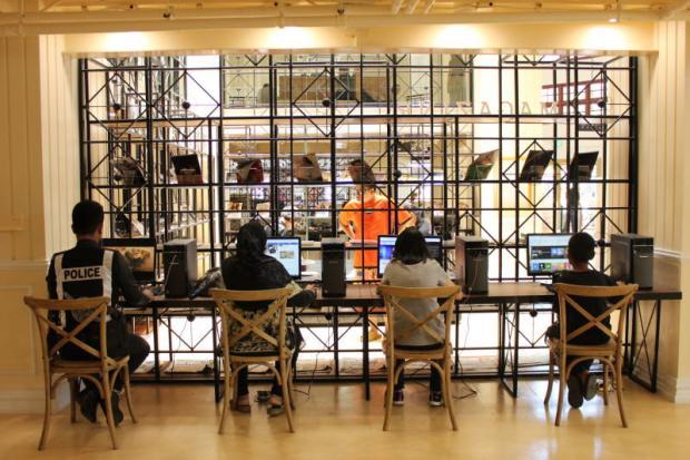 Bangkok City Library computrhoek met gratis internet