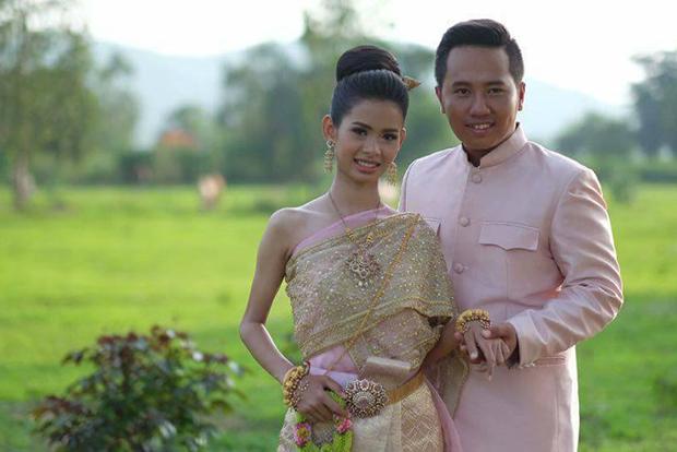 Bruid en bruidegrom op de nieuwe foto