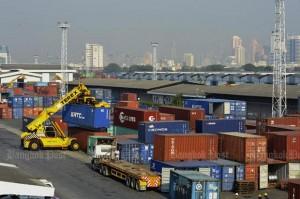 Containers in de haven van Klong Toey 2