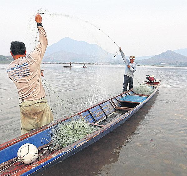 Mekong Vissers in Chiang Khan vangen minder
