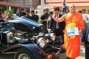 Phra Kru Palad Sitthiwat bij de klassieke Panther