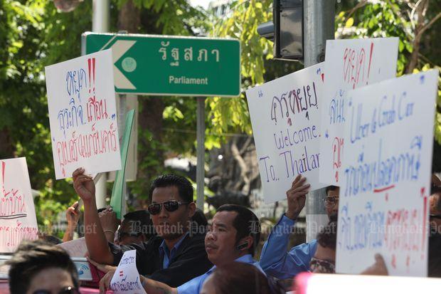 Protest taxichauffeurs tegen Uber en Grab