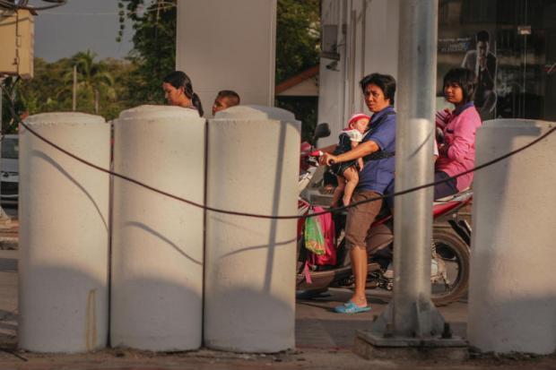 Yala Ruam Mit Road cement palen