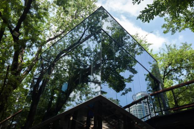 Naiipa Art Complex glazen gebouw