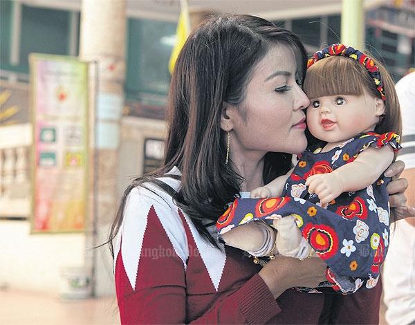 Angel child Moederliefde van Danita Phosachai