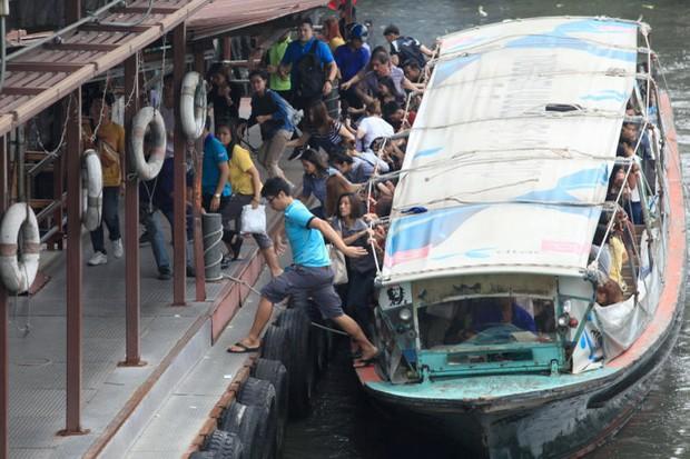 Khlong Saen Saep korte stop bij steiger