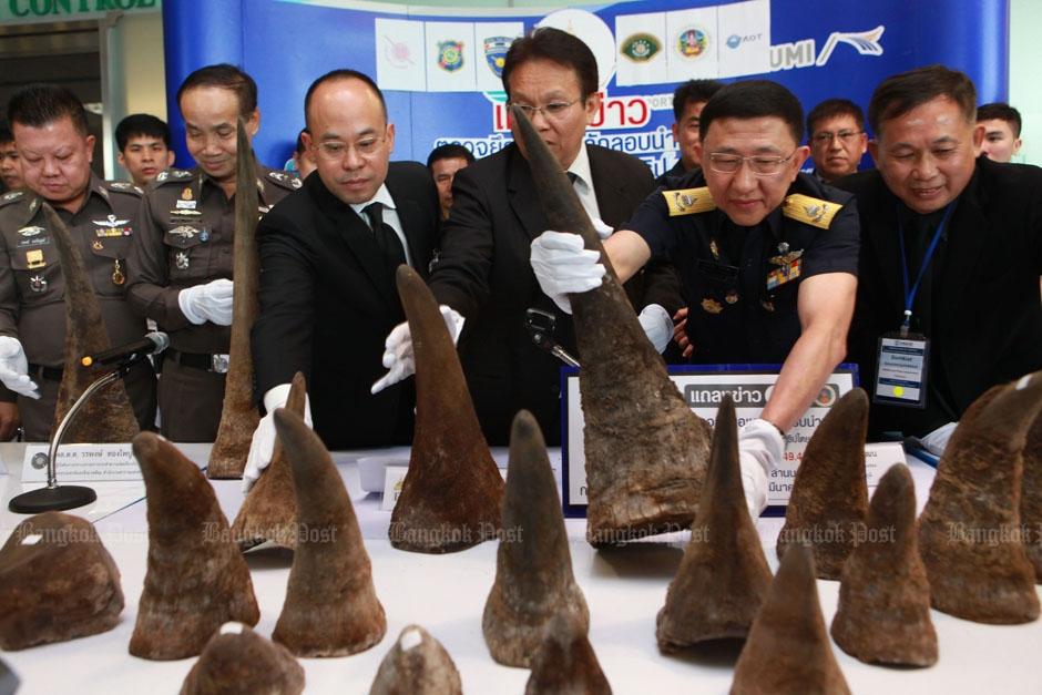 21 gesmokkelde rinoceros hoorns