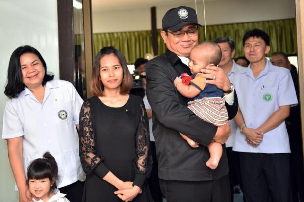 Bezoek van Prayut aan gezinskliniek in Prachin Buri