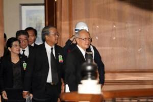 Pheu Thai delegatie arriveren bij de commissie verzoening