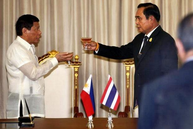 Prayut en Duterte proosten