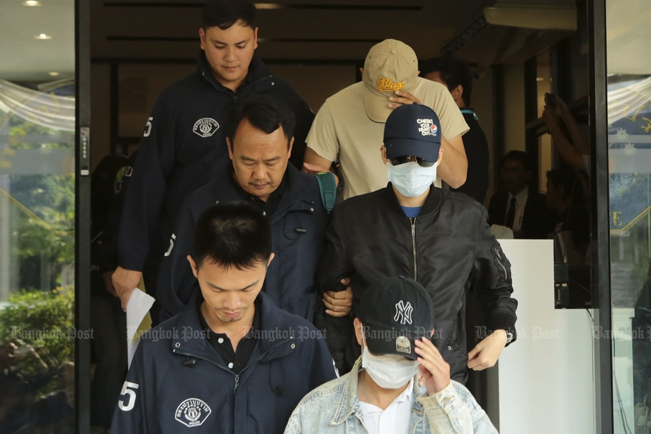 Verdachten van de schroevendraaier moord op weg naar de rechtbank