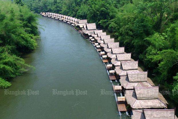 Drijvende bungalows in de Khwae Noi rivier