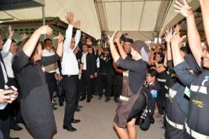 Prayut maakt dansje tijdens werkbezoek aan Songkhla