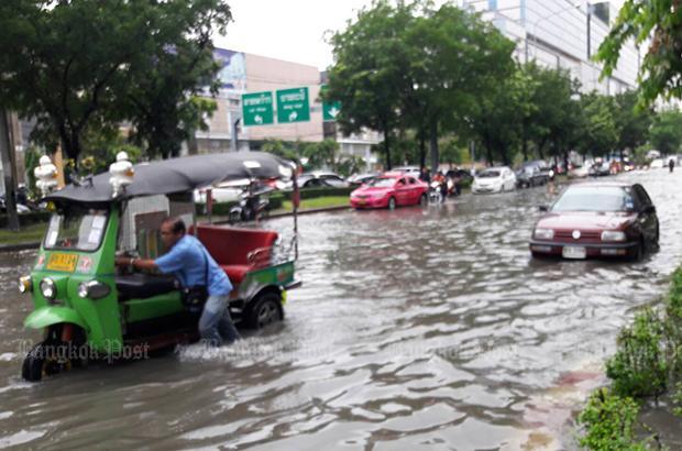 Wateroverlast Lat Phrao Road