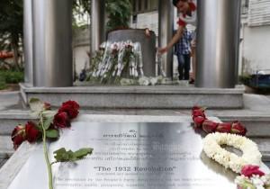 Replica van plaquette op Thammasat