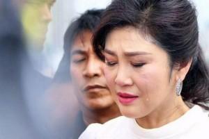 Yingluck in tranen