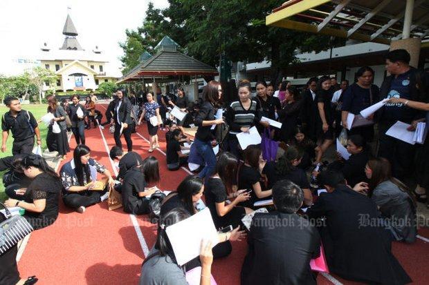 Demonstratie master's graduates