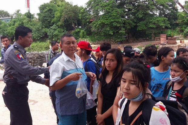Migranten uit Myanmar terug naar huis