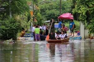 Blinde leerlingen worden naar school gebracht in Khon Kaen