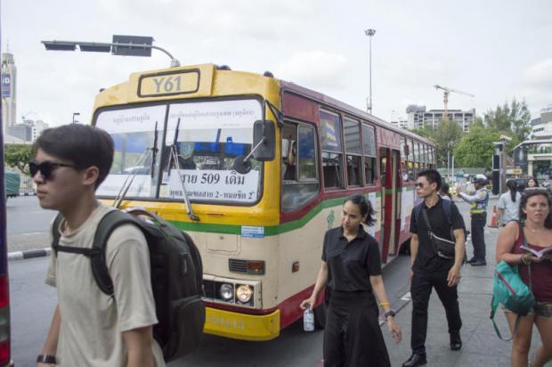 Stadsbus in de gele zone