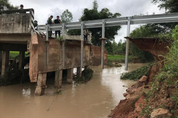 Beschadigde brug in Kalasin