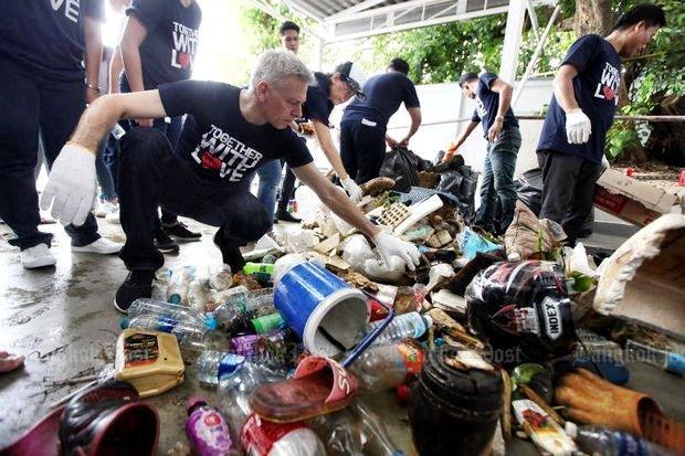 Grote schoonmaak van Chao Phraya