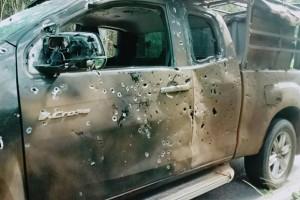 Yaha (Yala) Auto beschadigd door bomscherven