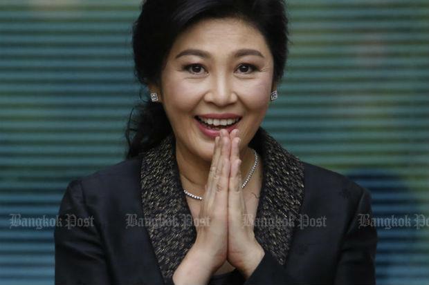 Yingluck maakt een wai