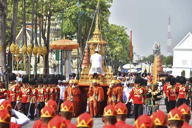 De processie van het Grans Palace naar Sanam Lung