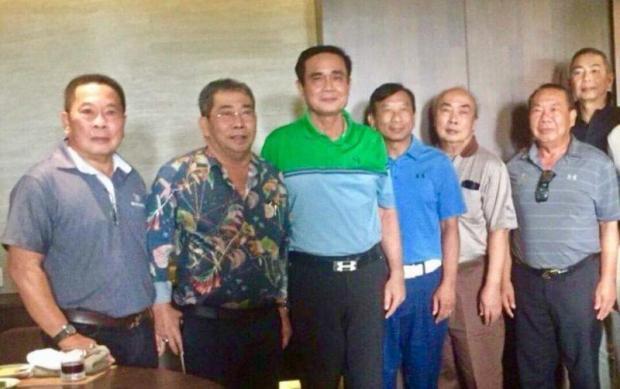 Prayut met familei Somsap