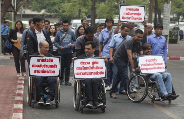 Slachtoffers van verkeersongelukken demonstreren voor strengere straffen