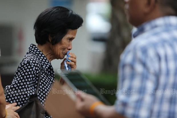 Somkiat Sichan's mother Thongkham Sichan cries in front of court in May 2016