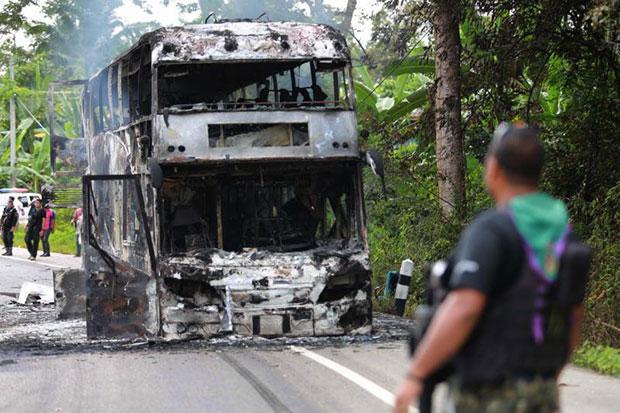 Yala Bus in brand gestoken