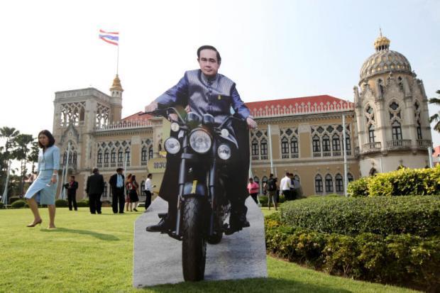 Premier Prayut zonder helm