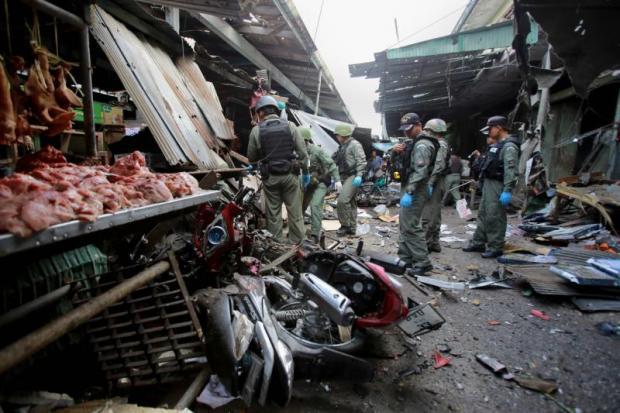 Ravage na de bomaanslag op de markt van Yala