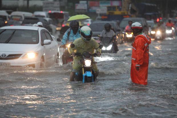 Srinakarin Road Bangkok woensdagochtend
