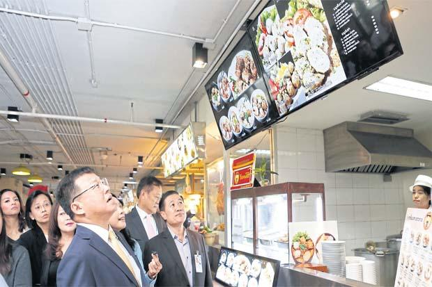 Staatssecretaris Pailin inspecteert voedselprijzen op Don Mueang